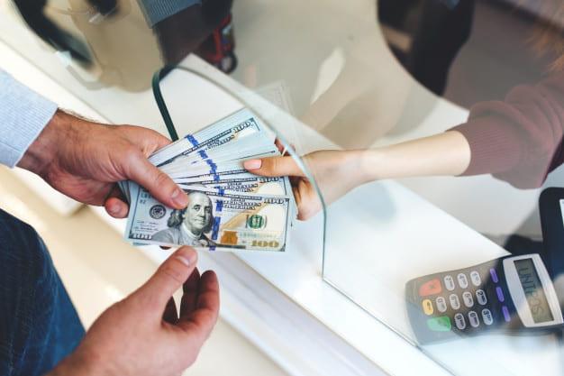 5 Tips for Navigating Finances During College