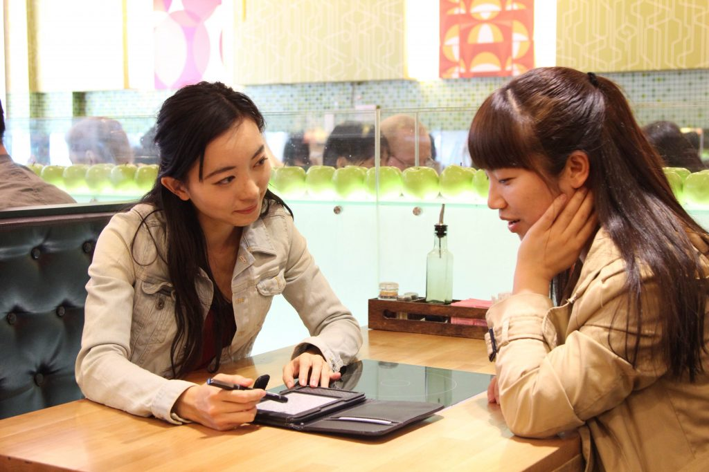 ASK volunteer Yuanyun (Ella) Peng (BUS MS '10) mentors Kellstadt student Lian (Wendy) Yang.