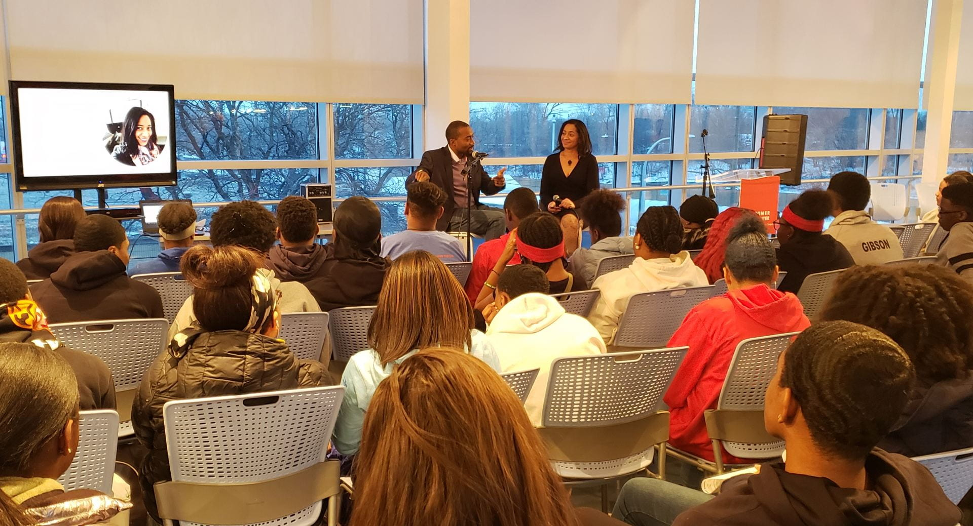 JinJa Birkenbeuel, who serves on the advisory board of the Coleman Entrepreneurship Center, leads a discussion on entrepreneurial thinking with Linal Harris (left), founder and principal coach at Insights 4 Life Coaching, LLC.