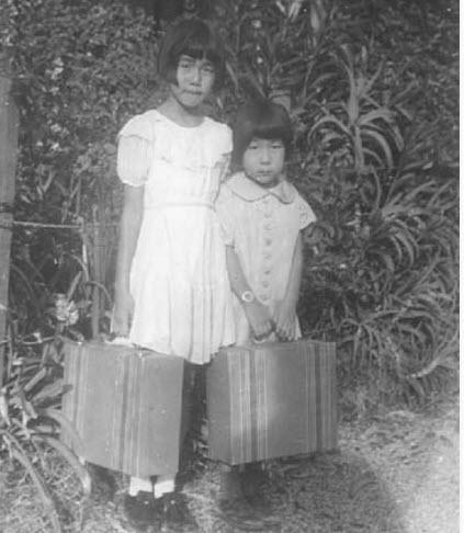 Photo of Reiko Nagumo and sister on way to interment camp