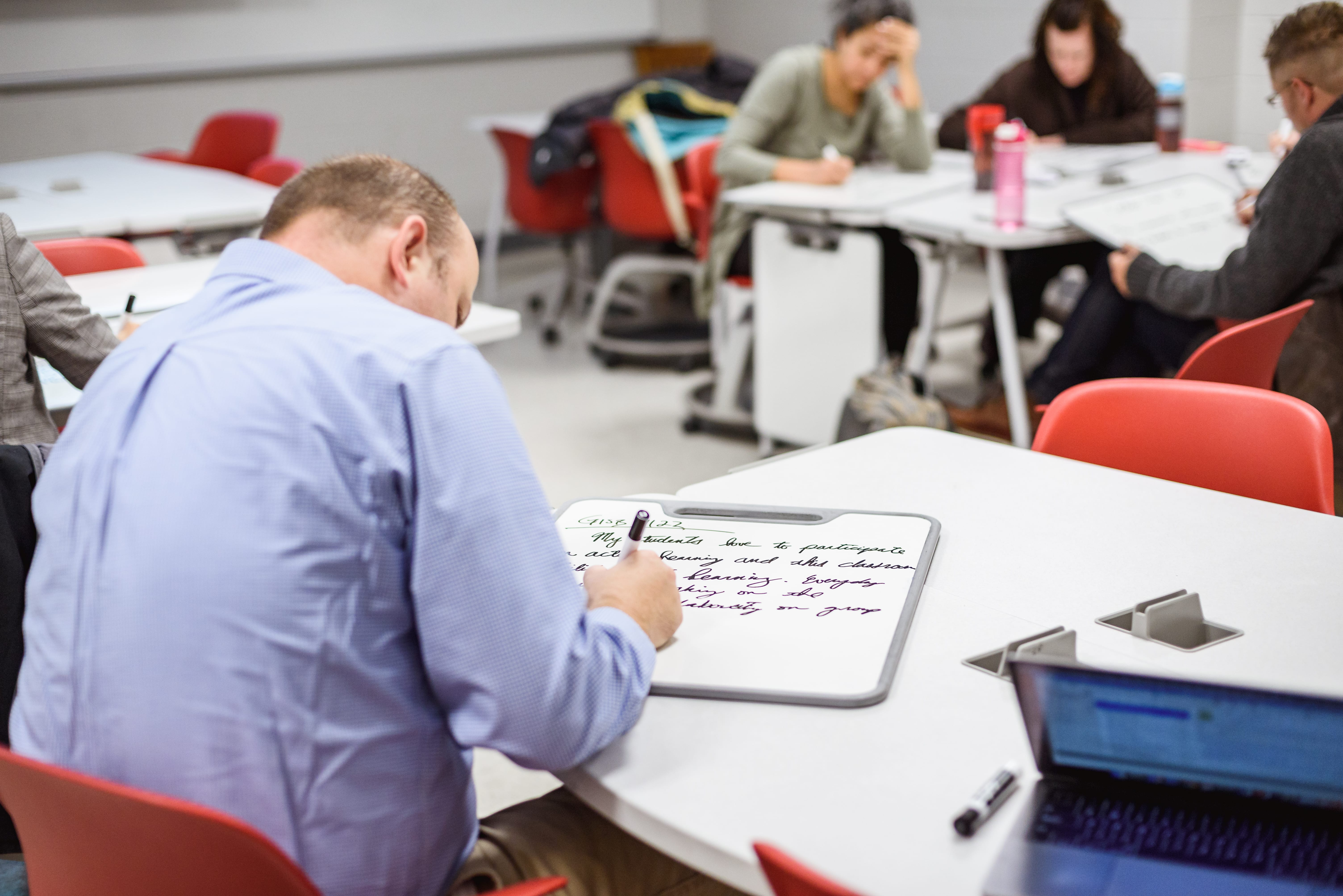 Mosaic Fellow uses Verb board to record individual thoughts
