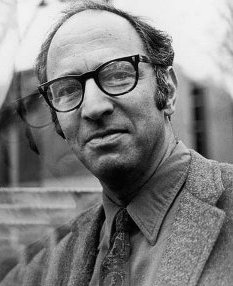 Black-and-white portrait of Thomas Kuhn.