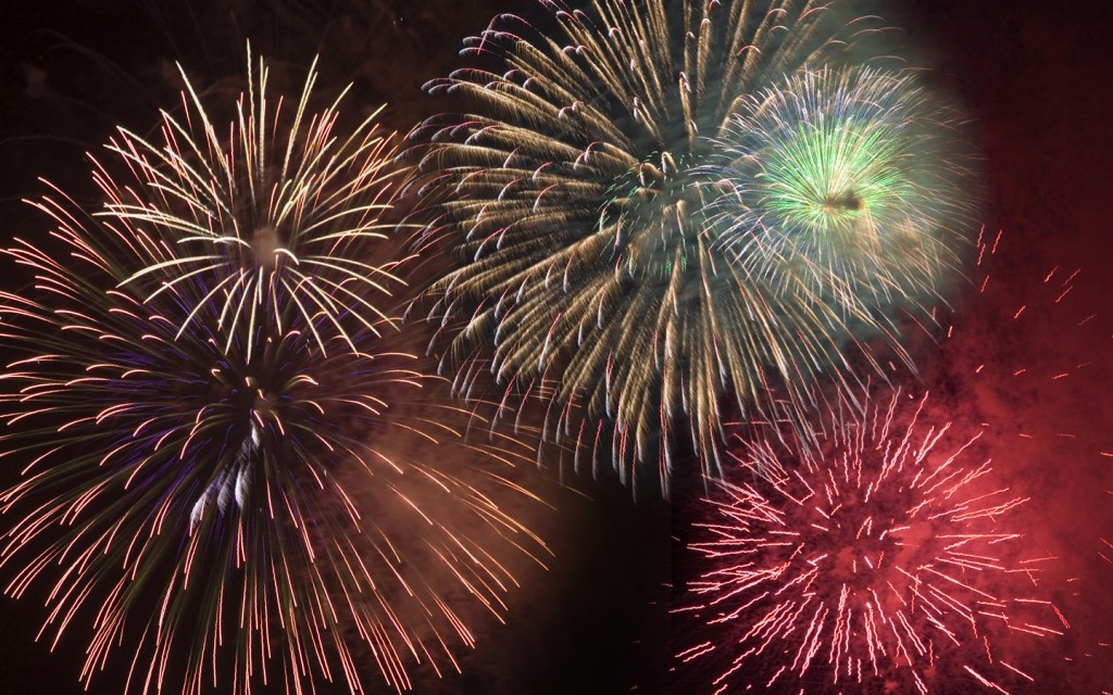 Happy_New_Years_Fireworks3_2012_freecomputerdesktopwallpaper_1440