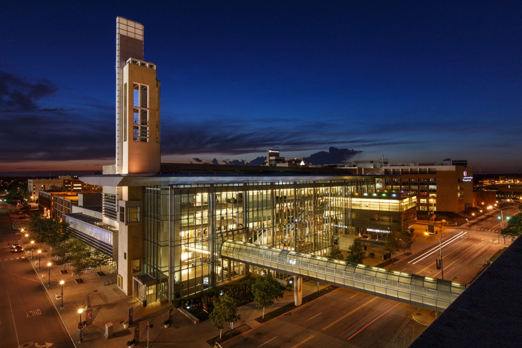 Photo of the IUPUI Campus Center at night.