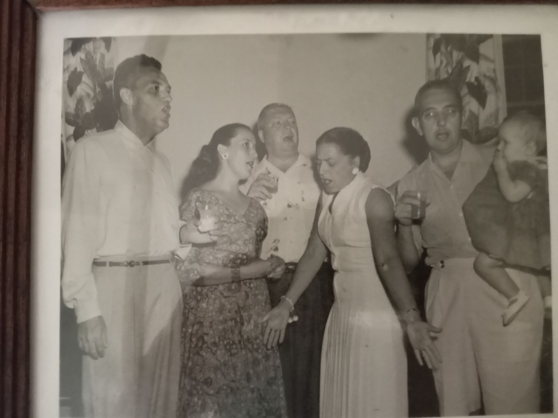 1956 - A little singing before going to dinner. Howard Kemper, Ruth Sputh, Dixie Highway, Charlotte Hash, Brose Sputh and Sara Sputh (Esser)