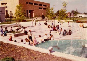 Fountain Scene Outside of Library, 1985. Courtesy of Calumet Regional Archives, IU Northwest.