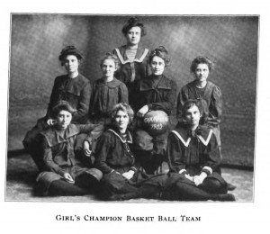 1902 Women's Basketball Team coached by Miss Juliette Maxwell. Arbutus 1902