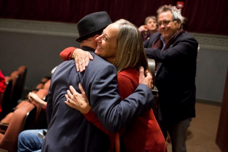 Jonathan Banks and Jane Jorgensen share a hug.