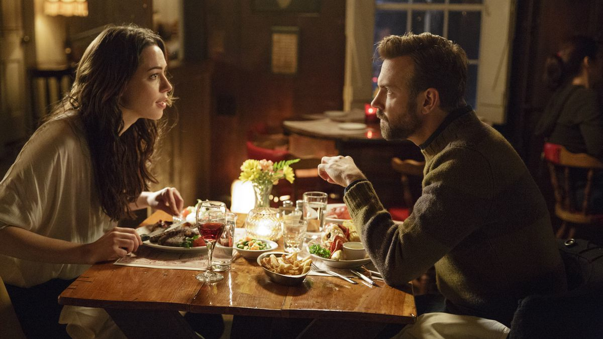 Rebecca Hall and Jason Sudeikis in Tumbledown (2015).
