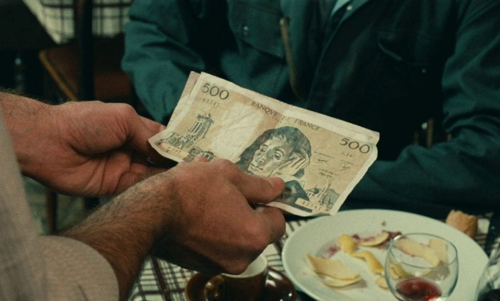 Counterfeit money in L'argent (1983)