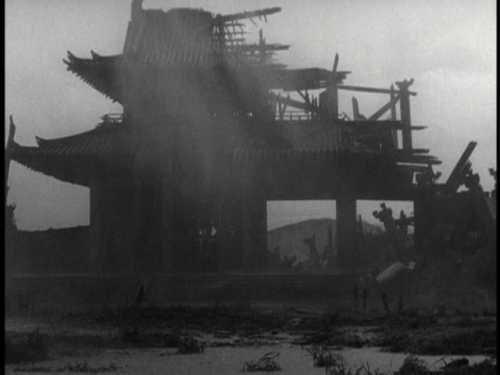 The titular gate in Rashōmon (1950)