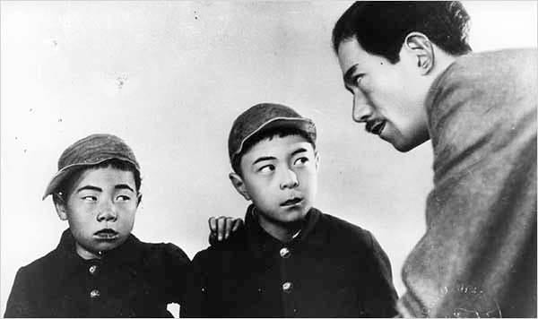 The boys observing their father (portrayed by Tatsuo Saito)