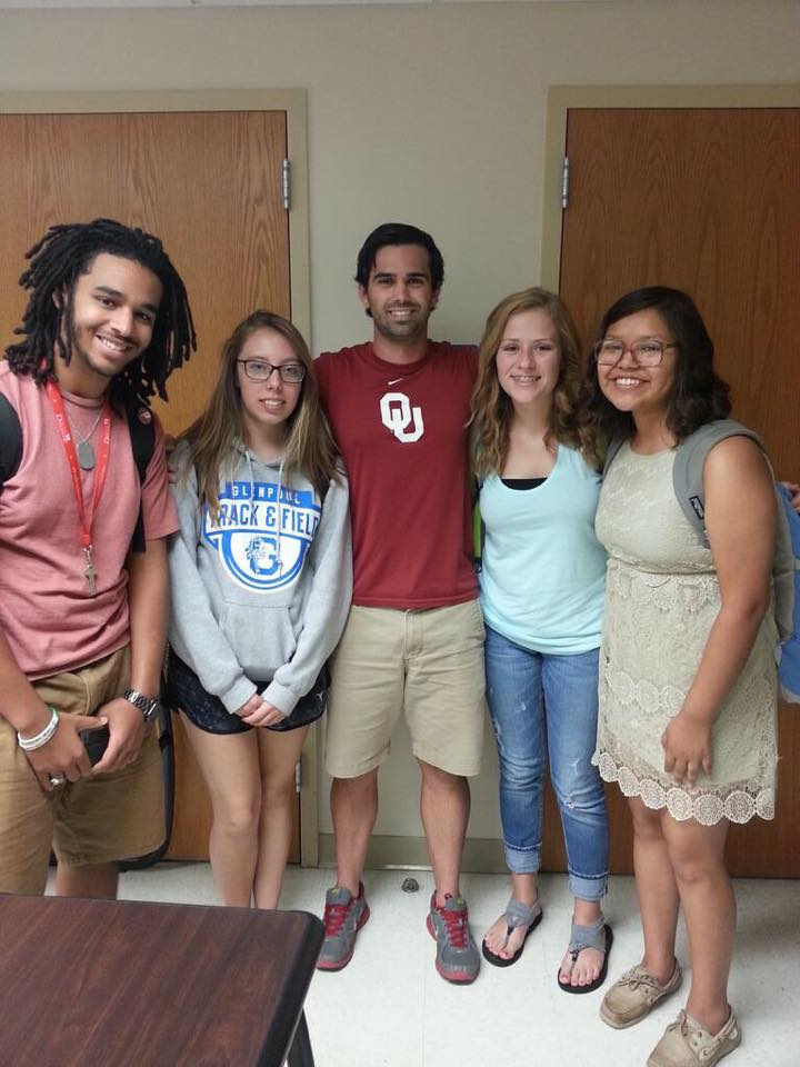 Sooner Discovery students with their Scientific Principles of Health and Disease professor