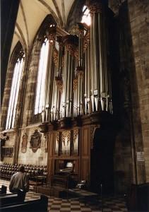 422px-Stephansdom_organ