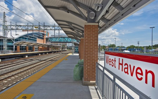 West_Haven,_CT,_train_station_MTA_photo