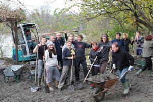Group of students volunteering