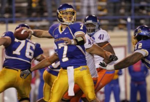 Starting quarterback throwing pass last season.