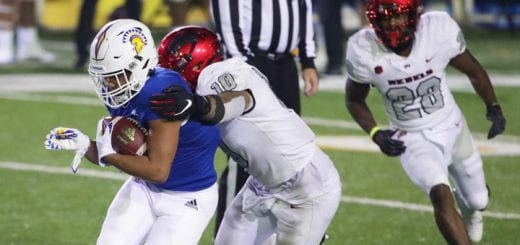 SJSU football player avoiding a tackle.