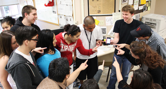 Spartan Daily students watch Jonathan Stypula demonstrating Tackable on iPhone.