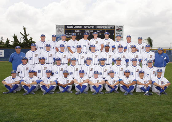 Baseball team in uniform lined up for a group photo.