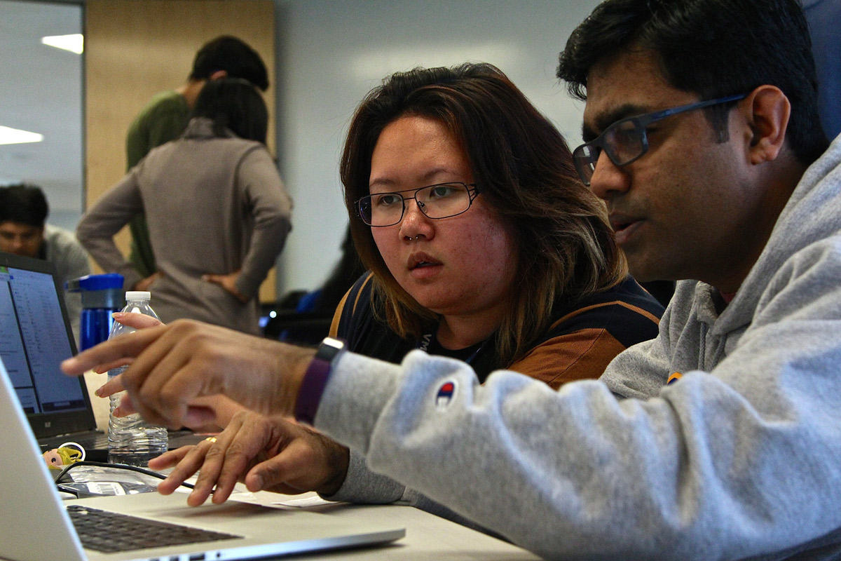 Meredith Ku, VMware intern, and Robinson Raju, MS Computer Science '16, review the accounts they've just set up on Aeris' cloud management system (Photo: Lauren Hernandez, '15 Journalism).