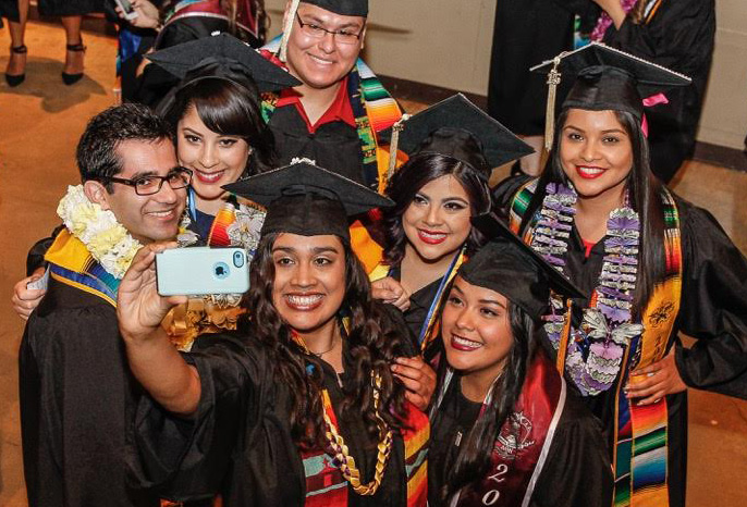 A moment to remember at the 2015 Chicano Commencement (Photo: Sergio Estrada | Estrada Photos).