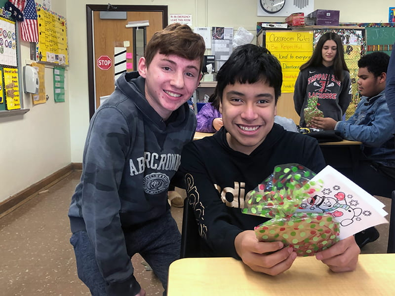 Holiday Project Brings SOMS, COVE Students Together