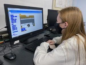 TZHS student programming virtual robot