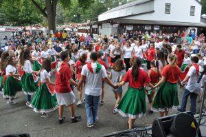 TZHS and SOMS students lead festival goers in Tarantella at the 2017 Italian Fest