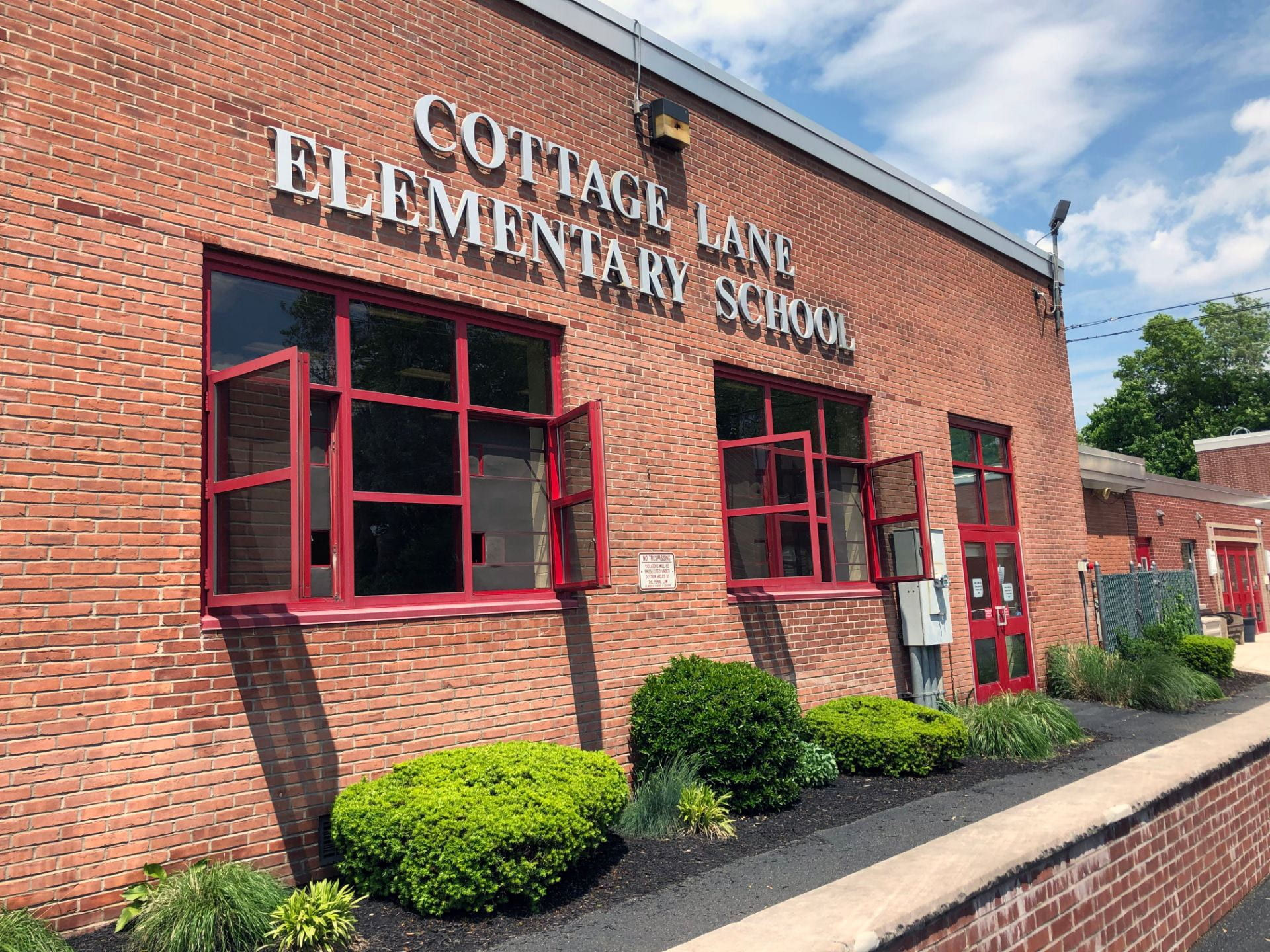 Click here to go to the Cottage Lane Elementary School website