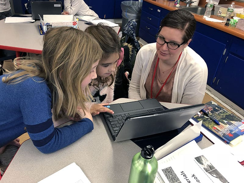 """Second-Graders Tap Into Research Skills for """"Vacation Nation"""" Project"""
