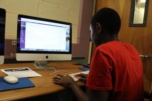 Urban Scholars work in Mac lab