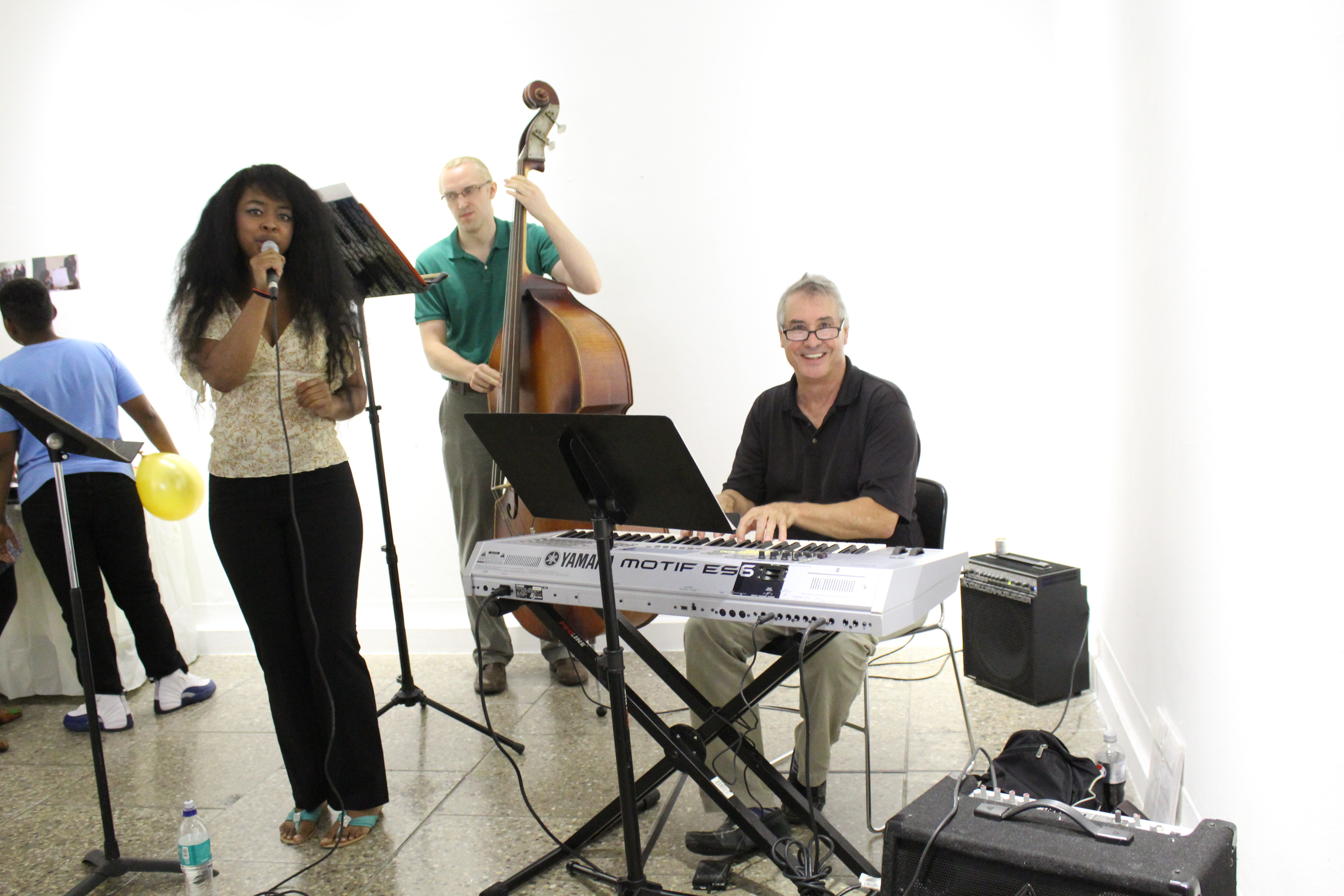 Former Urban Scholars staff surprised many students at the art gallery, by playing piano in the jazz band!