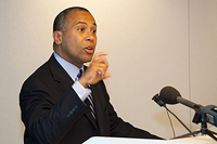 Governor Patrick announces the launch of the MassChallenge venture competition.