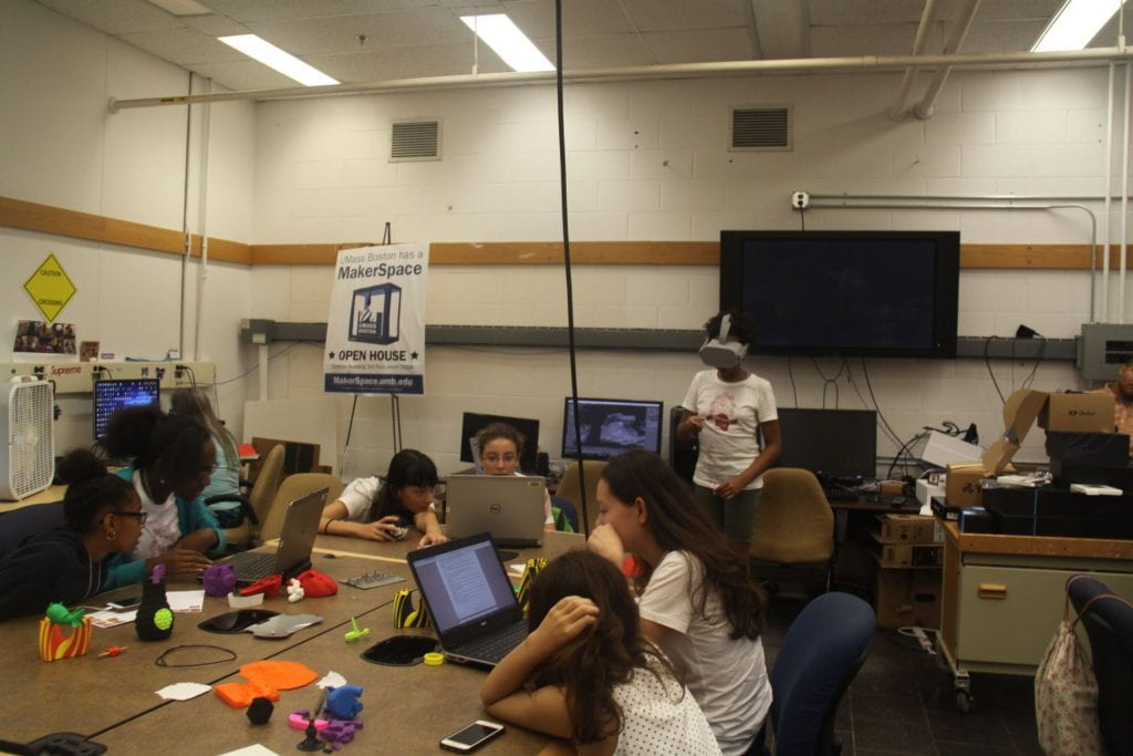 Tech Savvy students using VR at the Makerspace