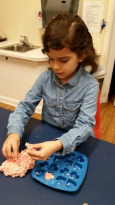 Harleaux making cupcakes