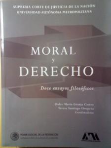 """tapa del libro """"Moral y Derecho. Doce ensayos filosóficos"""""""