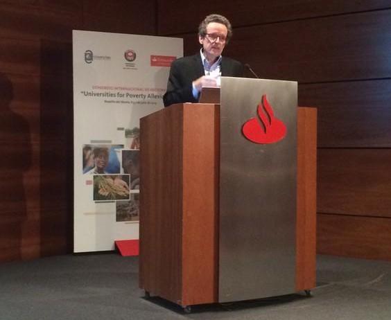 Prof. Pogge habla en el Congreso Mundial Académico de Rectores, rectores y cancilleres, Madrid, julio de 2015.