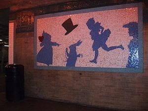 Alice: The Way Out (este mosaico estaba en la estación del metro de Nueva York para un poco tiempo en 1994)