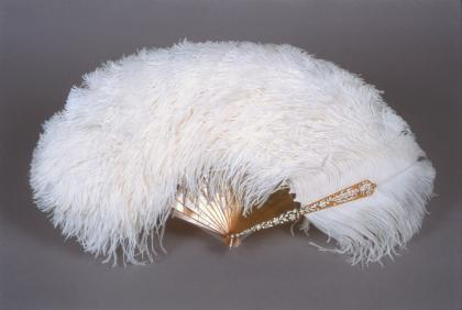 Unknown maker, probably English, Mrs. James de Rothschild's Ostrich Feather Fan, 1912–13, ostrich feathers, blond tortoiseshell, platinum, and diamonds, Waddesdon, The Rothschild Collection (Rothschild Family Trust)