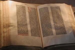 hs 105 Gutenberg_Bible