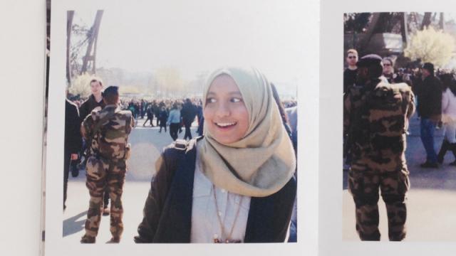 Azzah Sultan: Photobomb