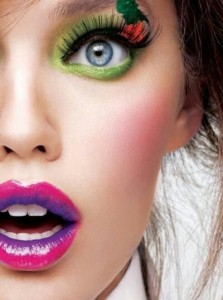 These days, lots of people enjoy colorful makeups.