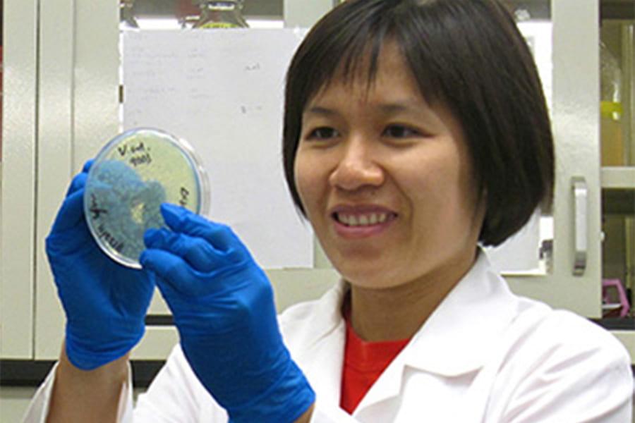 Postdoc Hanh Lam awarded prestigious NIH grant