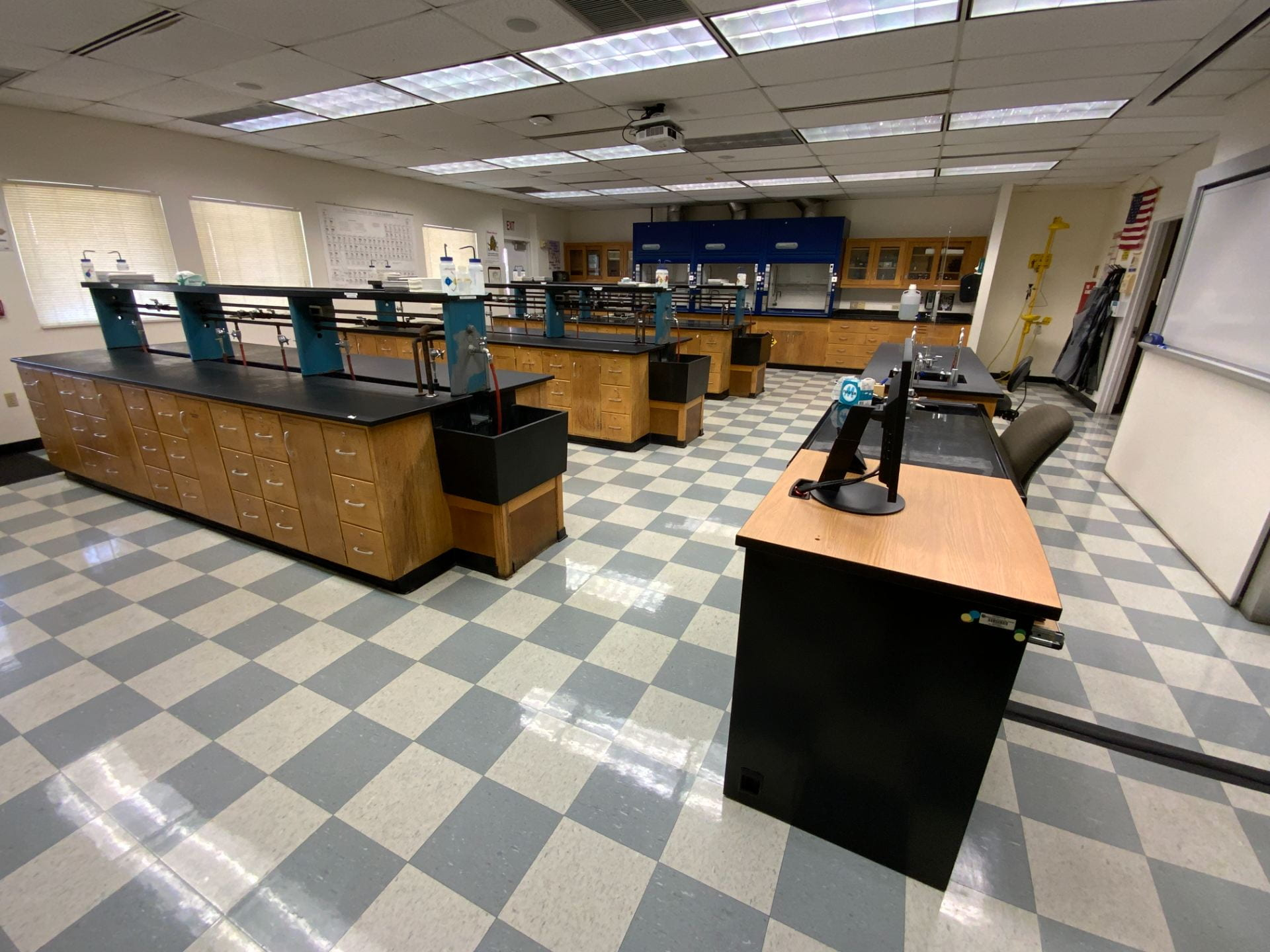Image of North Campus Chemistry Lab building 57 room 207.