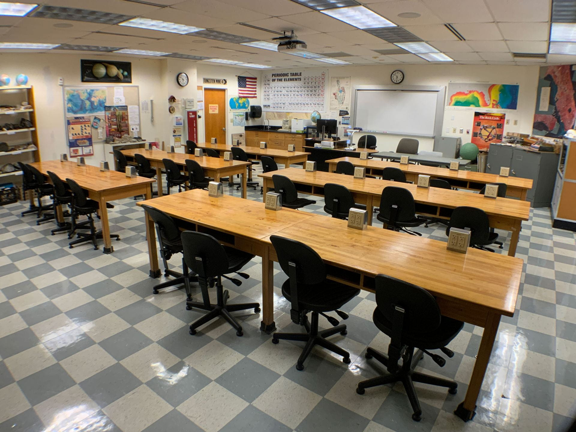 Image of the Geology Lab room 224