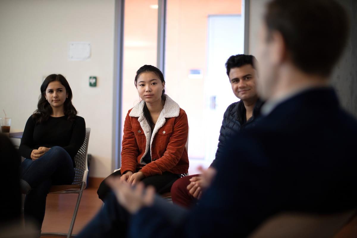 KLI students meet with KLI alumni