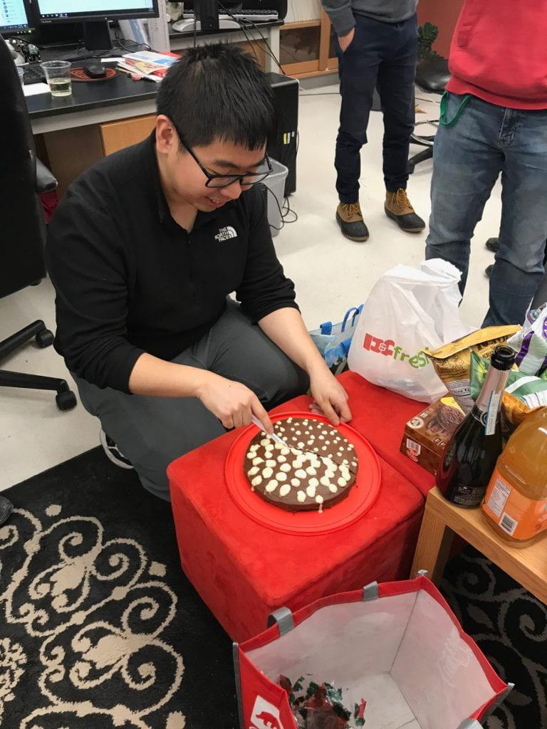 Yi cuts his B-exam cake