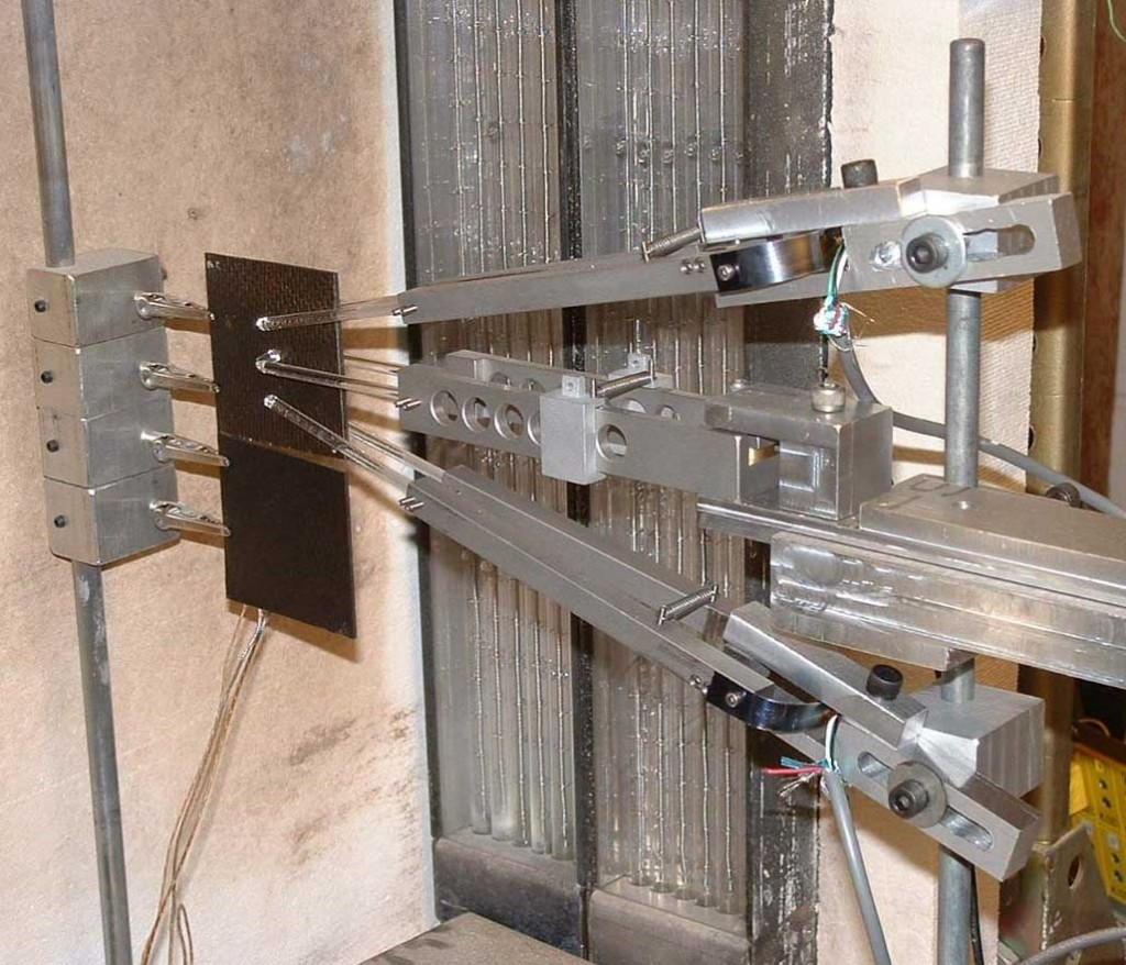 Experimental setup for delamination of graphite polyimide laminate under rapid heating