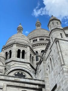La Basilique Sacré-Cœur in the Montmartre neighborhood of Paris.